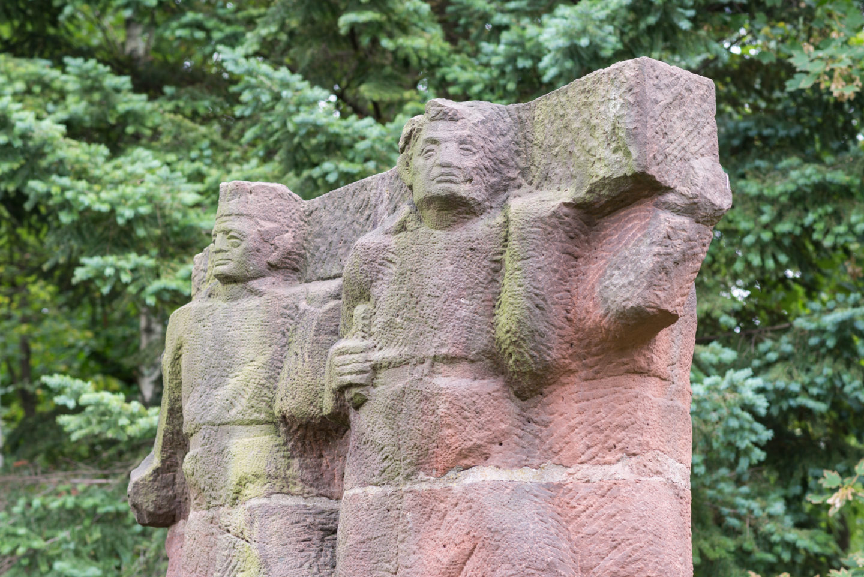 "<span class=""tytul"">A Double Life: The Park-cum-Monument of Brotherhood in Arms and Friendship between the USSR and Poland in Poznań</span> <div class=""block-podtytul"">Park-Pomnik Braterstwa Broni iPrzyjaźni Polsko-Radzieckiej wPoznaniu</div>"